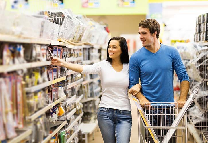 Couple shopping in DIY store shutterstock_196039496 725 x 500