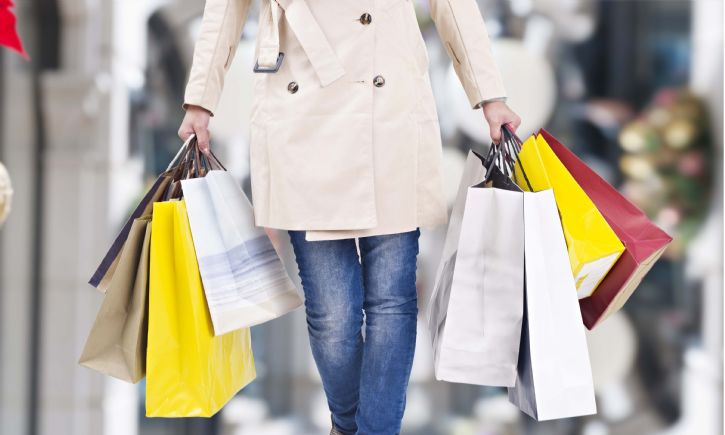 Female with shopping bags shutterstock_333722087 725 x 500