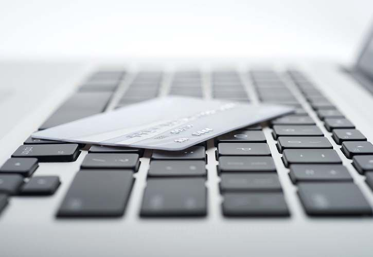 Laptop and card shutterstock_116422102 725 x 500