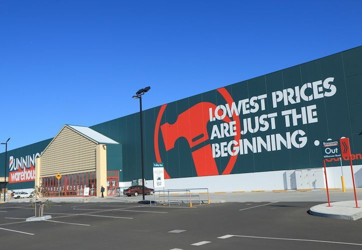 Bunnings store and hammer 725 x 500