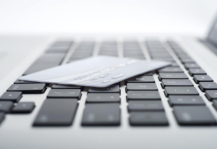 Laptop and card - NCR - shutterstock_116422102 725 x 500