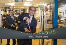 Robert Dyas Theo Paphitis Enfield store opening 725 x 500.jpg