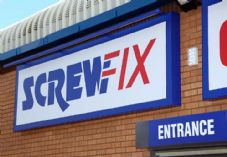 Screwfix Sign and entrance 725 x 500.jpg