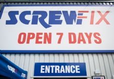 Screwfix entrance low angle cropped 725 x 500.jpg
