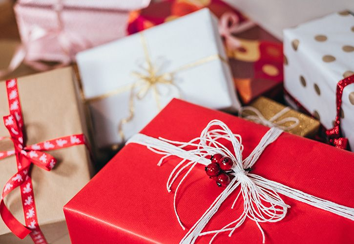 photo-of-christmas-presents-749354 725 x 500.jpg