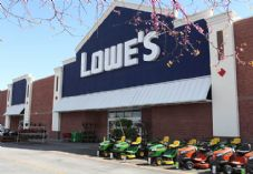 Lowe's store with ride-on lawnmowers 725 x 500.jpg