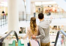 Couple shopping escalator shutterstock_367351241 725 x 500